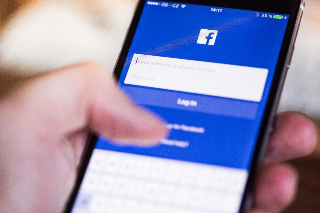 Paano Mamahala ng Facebook Group Para sa Negosyo – 4 na Paraan
